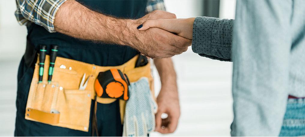 Handshake between a handyman and customer
